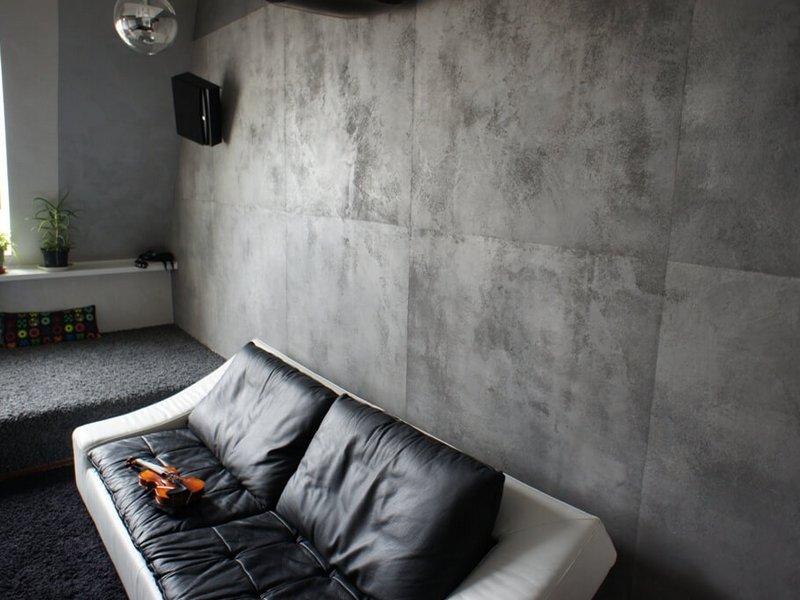 интерьер с штукатуркой под бетон