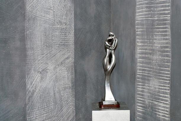 штукатурка под бетон со статуей